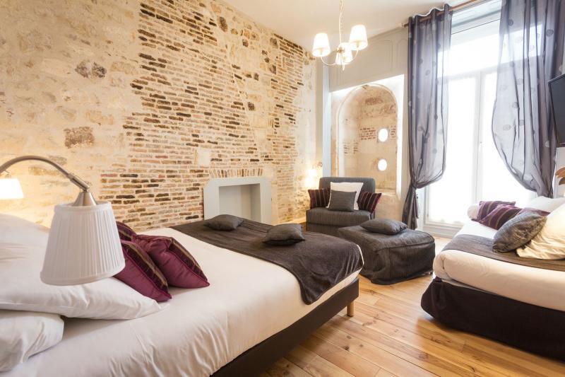 la rochelle d couvrez les chambres d 39 h tel de l 39 h tel de la paix. Black Bedroom Furniture Sets. Home Design Ideas