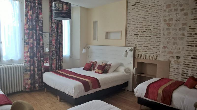 visite virtuelle des chambres de l 39 h tel de la paix la rochelle. Black Bedroom Furniture Sets. Home Design Ideas
